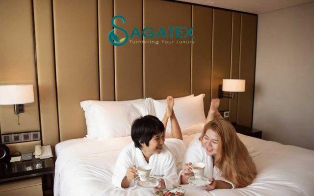 Ga gối khách sạn màu trắng
